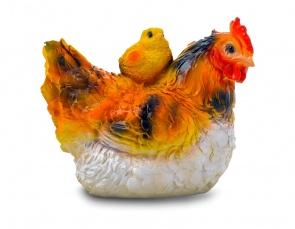 Гипсовая фигура для декора сада и дачи Курица с цыпленком малая