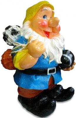 Гипсовая садовая фигурка Гном с мячами