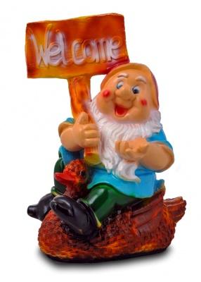 Гипсовая садовая фигурка Гном на утке