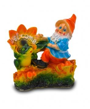Гипсовая садовая фигурка Гном с лягушкой на бревне